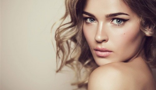 Chi-Chi Hair & Beauty, Bembridge – Half-Head Highlights Package or Wash, Cut & Blow Dry – normally up to £94.50 deal price from £20.00