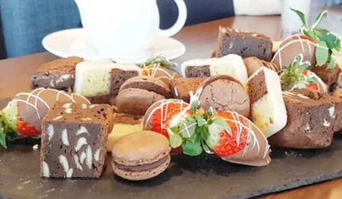 Lakeside Park Hotel and Spa, Wootton Bridge – Luxury Chocolate Indulgence Afternoon Tea with or without Prosecco and Spa Pass option – normally up to £70.00 deal price from £13.95