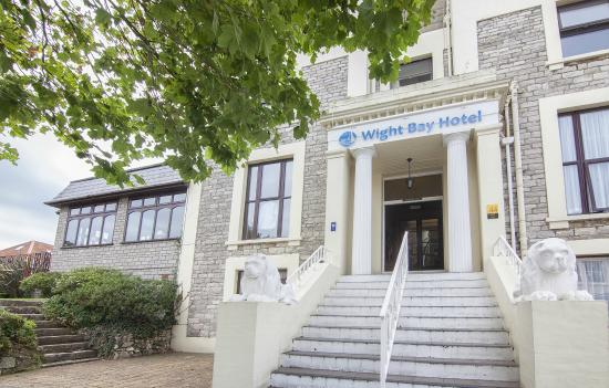 The Wight Bay Hotel, Sandown – Mother's Day Three-Course Lunch with Bubbles for Mum – normally £25.00 deal price £18.95