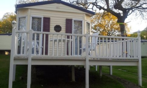 Caravan Number 6, Thorness Bay Holiday Park, Thorness Bay – Seven-Night or Two-Night Weekend Caravan Breaks for up to Six People – normally up to £280.00 deal price from £110.00