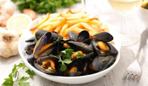 Harbour House Restaurant and Cocktail Bar, Ryde – Choice of Fish and Chips or Moules and Frites with Wine – normally up to £22.85 deal price from £8.95
